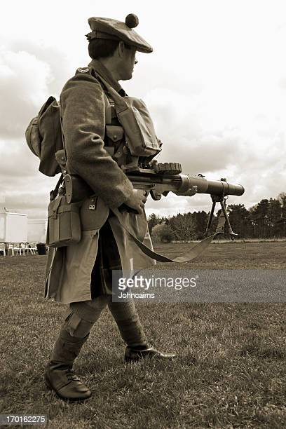 ww1 gordon highlander soldier. - machine gun stock pictures, royalty-free photos & images