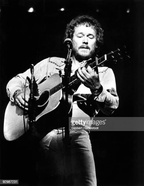 Gordon Lightfoot performs live in Los Angeles USA in 1974