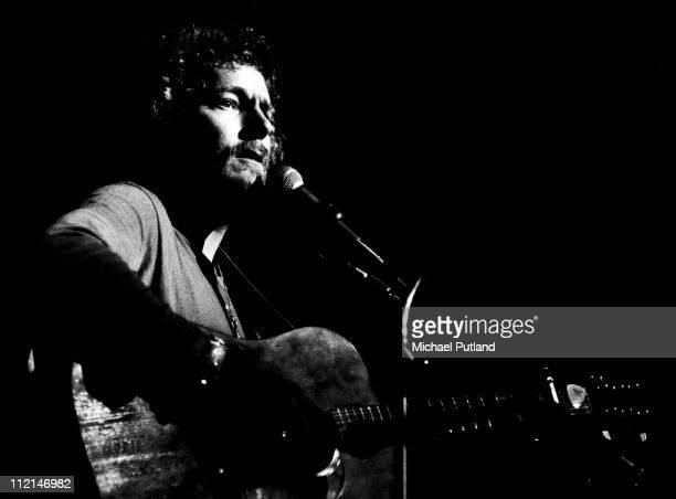 Gordon Lightfoot performs on stage London June 1973