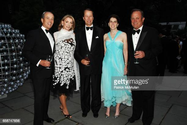 Gordon Pattee Liz Berens Tony James Amie James and Rod Berens attend the Wildlife Conservation Society's Central Park Zoo '09 Gala at the Central...