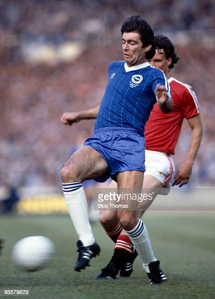 Gordon Smith of Brighton in action during the FA Cup Final replay between Brighton and Manchester United held at Wembley Stadium London on 26th May...