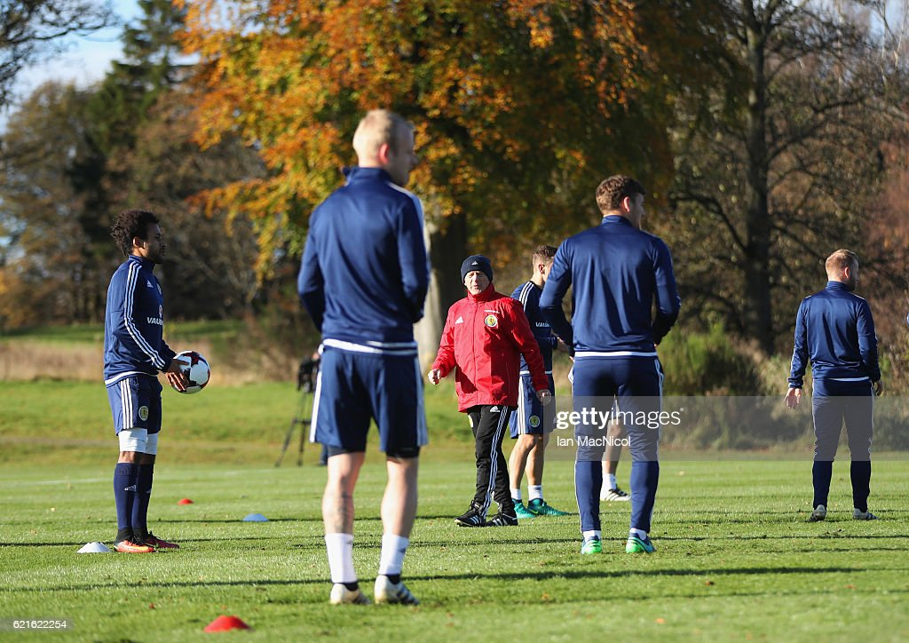 Gordon Strachan manager of Scotland (C) oversees a drill during a Scotland training session at Mar Hall on November 7, 2016 in Glasgow, Scotland. Scotland are due to face England in a World Cup qualifier on November 11th at Wembley.