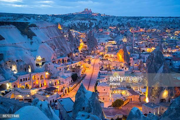 goreme at dusk, cappadocia - capadocia fotografías e imágenes de stock