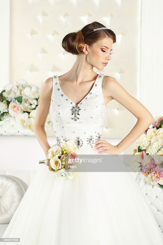 Gorgeous bride in a white room : Bildbanksbilder