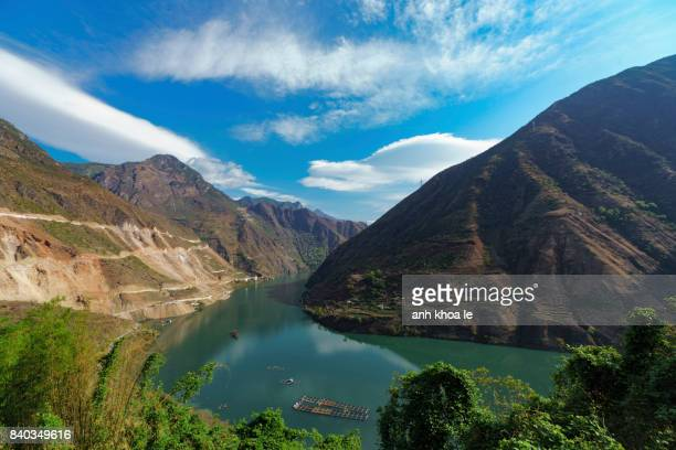 gorgeous yangtze river - river mekong stock pictures, royalty-free photos & images
