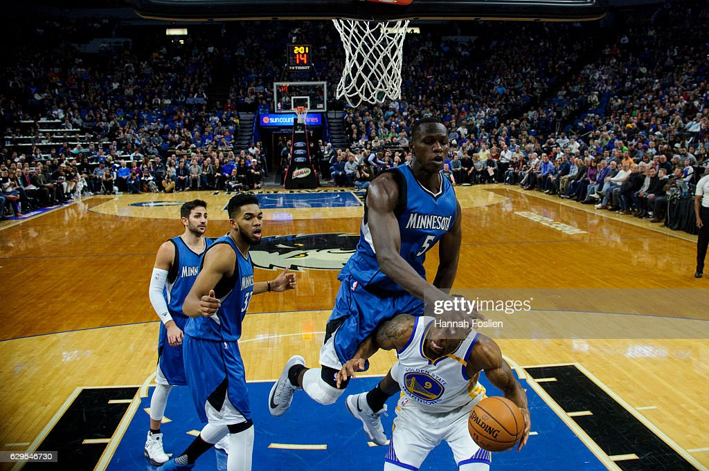 Golden State Warriors v Minnesota Timberwolves : Nieuwsfoto's