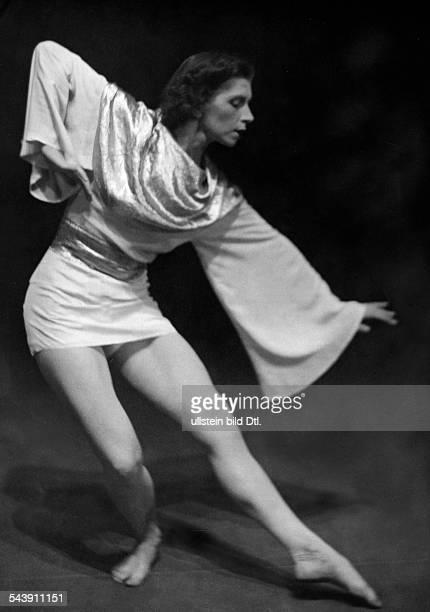 GoritzPavelic Mercedes Dancer Choreographer Croatia* Photographer Curt Ullmann Published by 'Hier Berlin' 23/1936Vintage property of ullstein bild