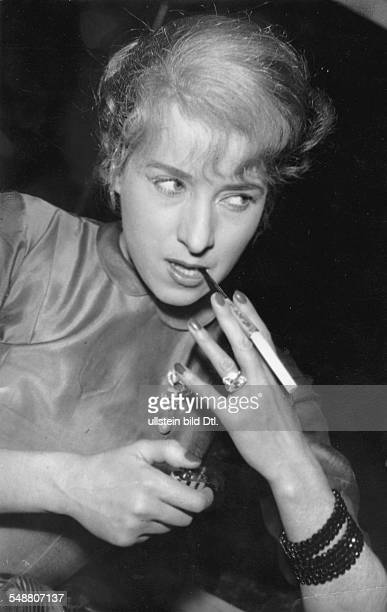 Gorvin Joana Maria * Actress Germany portrait with cigarette undated about 1956 photographer Charlotte Willott Vintage property of ullstein bild