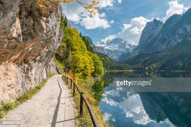 Gosausee, schöne Herbstfarben, Dachstein Gletscher, See Gosau, Österreich