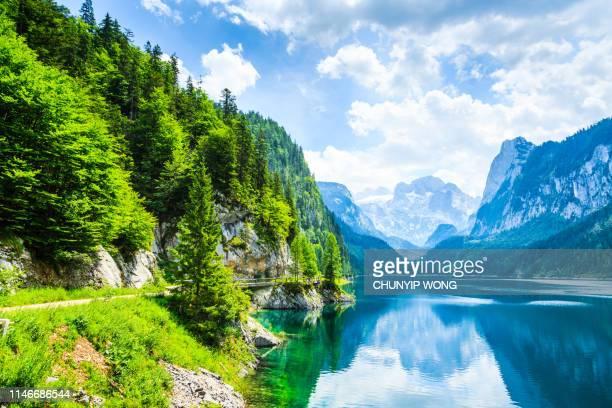 gosausee mit dachsteinigem blick-europäische alpen - see stock-fotos und bilder