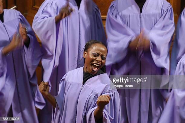 gospel singer in paris - gospel stock pictures, royalty-free photos & images