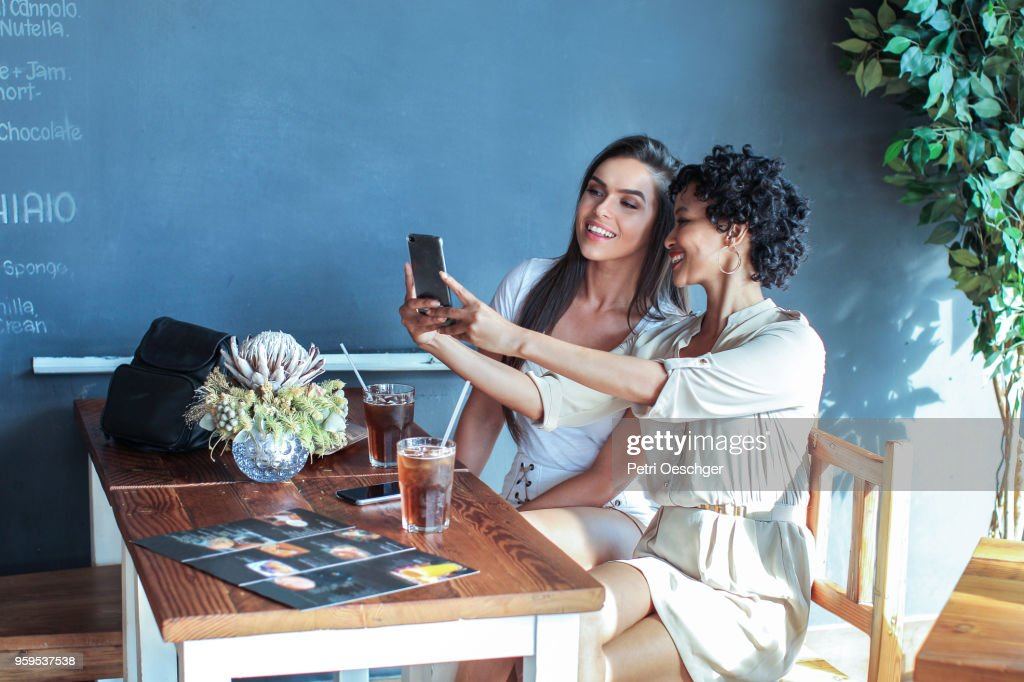 Gossip Girls. : Stock-Foto