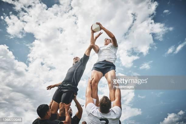 ¡te tengo! - árbitro deportes fotografías e imágenes de stock