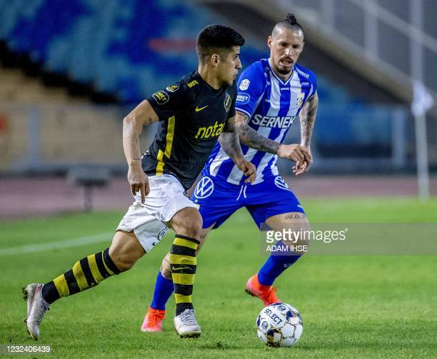 Goteborg's Slovak midfielder Marek Hamsik vies for the ball with AIK Fotboll's Argentine forward Nicolas Stefanelli during the Swedish first division...