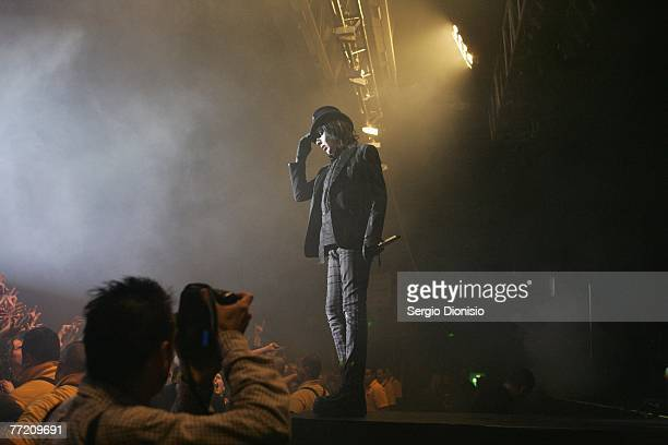 Goth rocker Marilyn Manson performs on stage in concert at the first Sydney night of his national tour for his recently released sixth album Eat me...