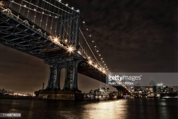 gotham city bridge - batman e robin foto e immagini stock