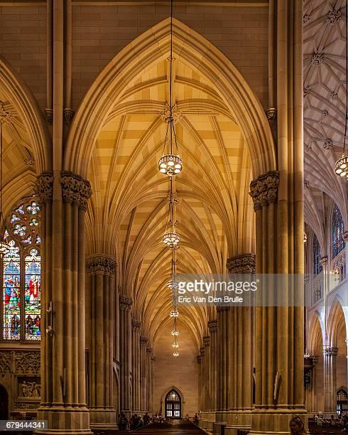 gothic hallway in st. patrick's cathedral - eric van den brulle photos et images de collection