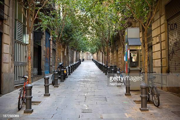 calle del barrio gótico - street fotografías e imágenes de stock