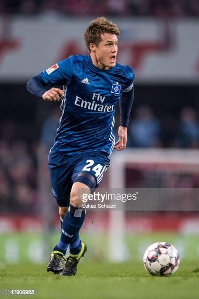 Gotoku Sakai of Hamburg controls the ball during the Second Bundesliga match between 1 FC Koeln and Hamburger SV at RheinEnergieStadion on April 15...