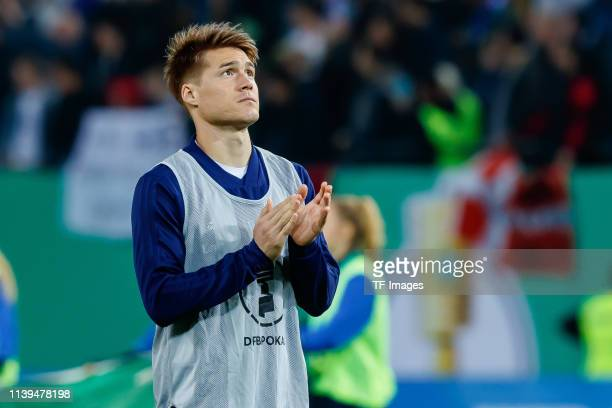 Gotoku Sakai of Hamburger SV gestures during the DFB Cup semi final match between Hamburger SV and RB Leipzig at Imtech Arena on April 23 2019 in...