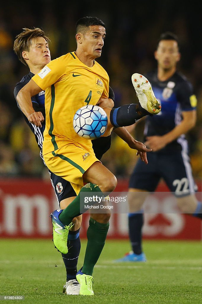 Gotoku Sakai of Japan (L) and Tim Cahill of the Socceroos compete for the ball during the 2018 FIFA World Cup Qualifier match between the Australian Socceroos and Japan at Etihad Stadium on October 11, 2016 in Melbourne, Australia.