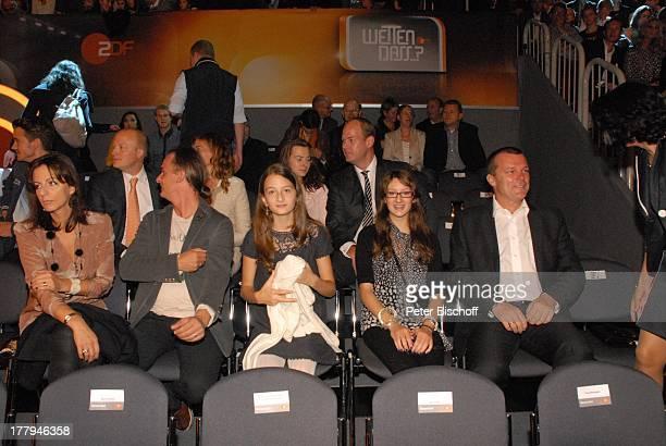 Gotthard Lanz mit Ehefrau und Tochter sowie Ehemann und Tochter von D o r i s als Zuschauer MLanzPremiere ZDFShow 'Wetten dass ' Düsseldorf...