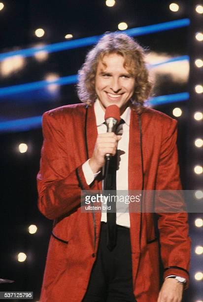 Gottschalk Thomas * Entertainer Fernsehmoderator Showmaster D waehrend einer Fernsehshow undatiert Mikrofon Lächeln