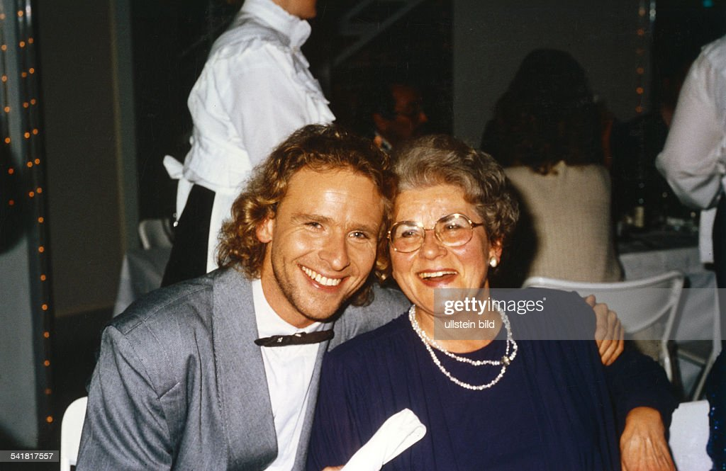 Gottschalk, Thomas - Showmaster, D/ mit Mutter Rutila : News Photo
