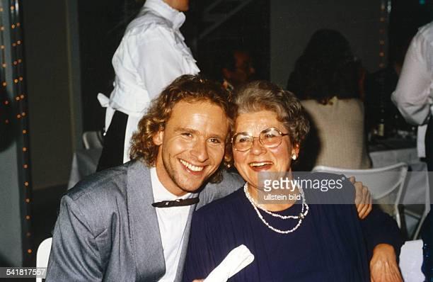 Gottschalk Thomas *Entertainer Fernsehmoderator Showmaster D mit seiner Mutter Rutila 1996