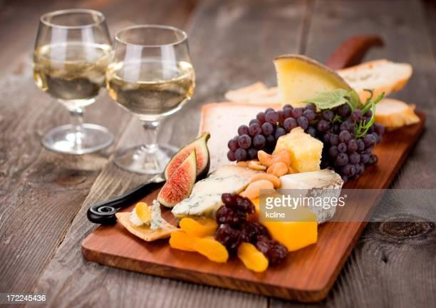 Gourmet-Cheeseplate mit Wein