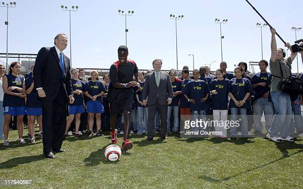 Govener George Pataki and US Soccer Star Eddie Johnson score a goal for New York City youth through the Nike Go Program