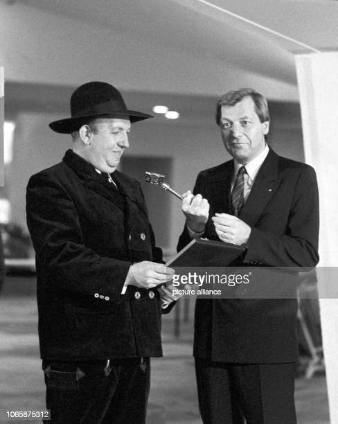 Governing Mayor of Berlin Eberhard Diepgen receives the key for the chamber music hall in West Berlin from foreman Günter Meyerhoff on the 28th of...