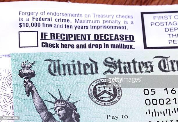 regierung beim check-in per e-mail erhalten - tax fraud stock-fotos und bilder