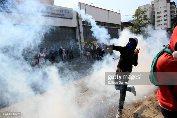 Government military police officers confront pro-Guaido demonstrators at Altamira Square on April 30, 2019 in Caracas, Venezuela. Through a live...