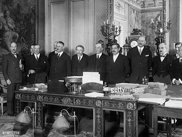 Government official from England the United States and France meet in Paris for the AngloFranco American Conference LR Andre Francois Poncet Walter...