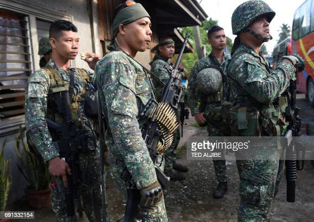 Government troops arrive to reinforce their colleagues in Marawi in southern island of Mindanao on June 2 2017 Philippine airstrikes aimed at...