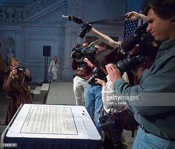 TO 'RESTORE HONESTY INTEGRITY AND OPENNESS TO GOVERNMENT'Media document a declaration of 'honest leadership and open government' signed by Senate...