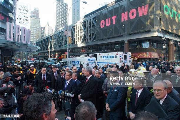 NY Governor Andrew Cuomo and NYC Mayor Bill de Blasio speak at a press conference as police respond to a reported explosion at the Port Authority Bus...