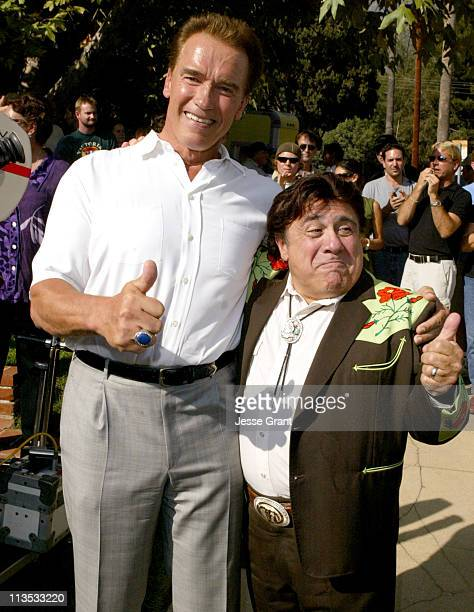54 Arnold Schwarzenegger And Danny Devito Photos And Premium High Res Pictures Getty Images