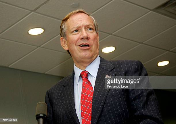 Governor George Pataki says a few words while he visits the set of Spike Lee's new film Inside Man shooting at Steiner Studios July 21 2005 in New...