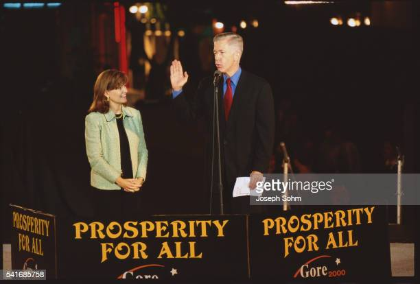 governor gray davis and his wife - westwood neighborhood los angeles stock pictures, royalty-free photos & images