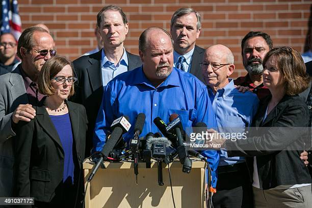 Governor Kate Brown Sen Ron Wyden Douglas County Commissioner Tim Freeman Sen Jeff Merkley US Representative Peter DiFazio and other officials hold a...
