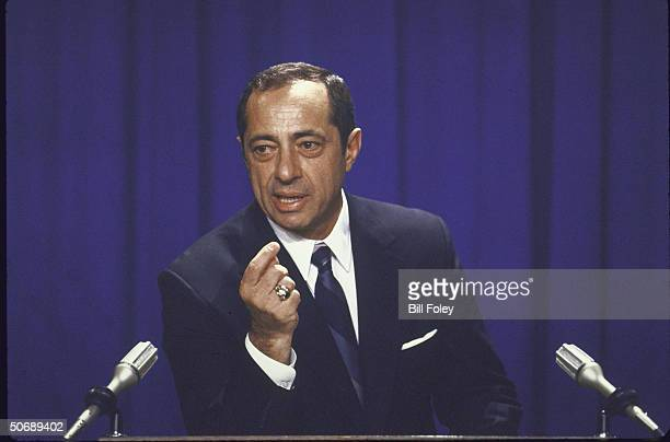 Governor Mario Cuomo annouces he will seek reelection