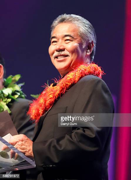 Governor of Hawaii David Ige presents the 'Group of the Year' award during the 39th Na Hoku Hanohano Awards at Hawaii Convention Center on May 28...