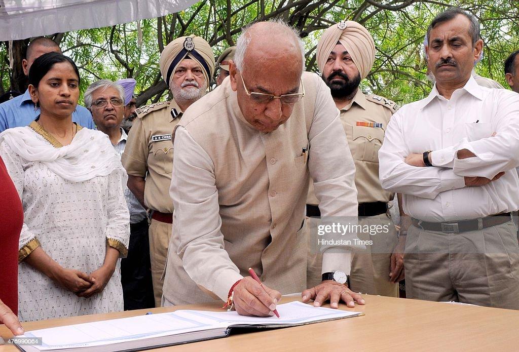 Governor of Punjab Haryana and Administrator Union Territory Chandigarh Prof Kaptan Singh Solanki after placing wreath on the body of Padma Shri Nek..