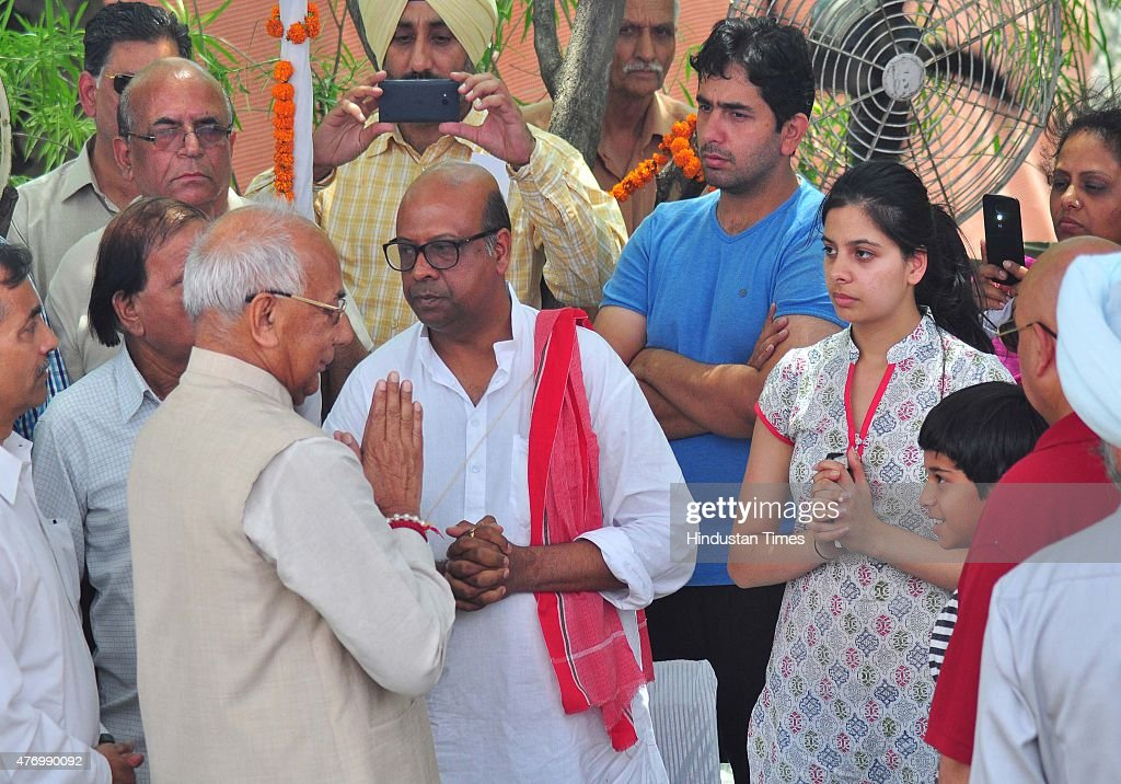 Governor of Punjab Haryana and Administrator Union Territory Chandigarh Prof Kaptan Singh Solanki interacting with family member after placing wreath.
