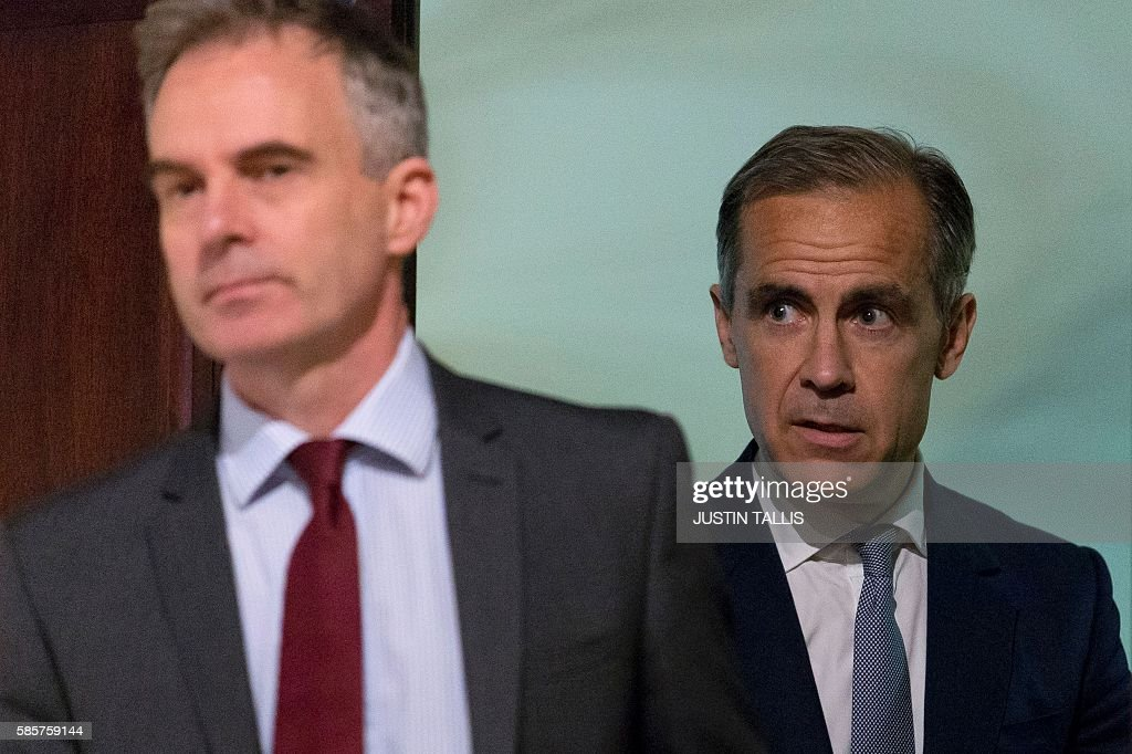 Governor of the Bank of England Mark Carney (R) arrives to host his quarterly Inflation Report press conference at the Bank of England in central London, on August 4, 2016. The Bank of England on Thursday cut interest rates to a record low 0.25 percent in a vast stimulus package aimed at preventing recession after Brexit. TALLIS