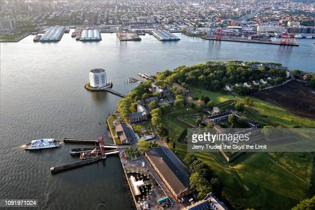 governors island and brooklyn new york - governors island stock pictures, royalty-free photos & images