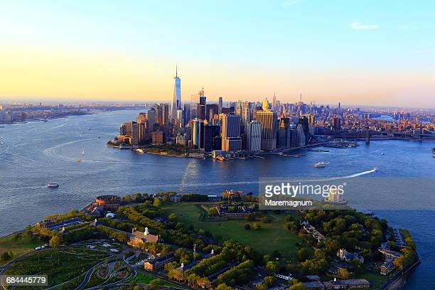 governors island and manhattan - governors island stock pictures, royalty-free photos & images