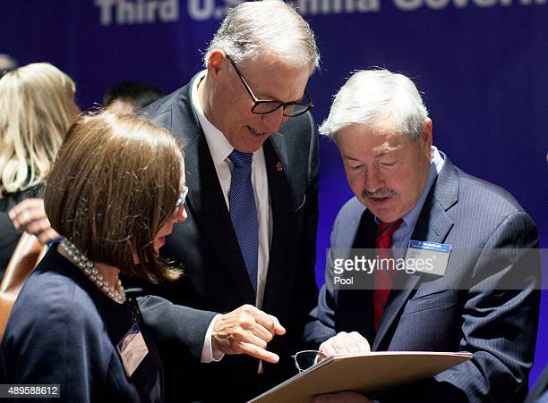 Governors Kate Brown of Oregon Jay Inslee of Washington and Terry Branstad of Iowa chat after a meeting with Chinese President Xi Jinping over clean...